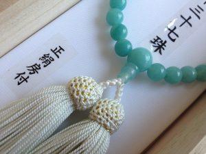 女性用数珠,アマゾナイト三十七珠 正絹房(薄く緑かかった白)2