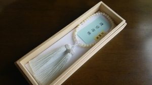 女性用数珠,白蝶貝切子水晶入 正絹房(白)1