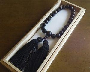 男性用数珠,ゴールデンシーン(グレーに近い色)正絹房(黒)1