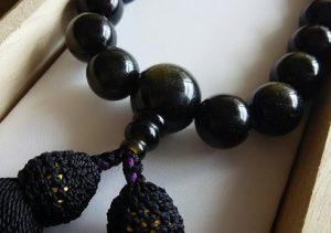 男性用数珠,ゴールデンシーン(グレーに近い色)正絹房(黒)2