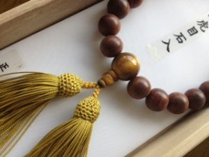 男性用数珠,紫檀虎目入り 正絹房2