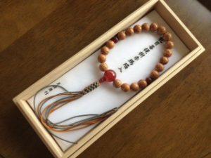 男性用数珠,龍目菩提樹赤瑪瑙入り 正絹房1