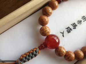 男性用数珠,龍目菩提樹赤瑪瑙入り 正絹房2