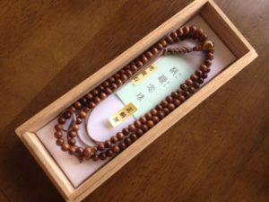 男性用数珠,栴檀(せんだん)虎目入り 正絹房1