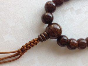 男性用数珠,紫檀(艶あり)人絹紐房2
