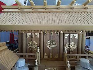 神棚,欅 彫屋根三社2